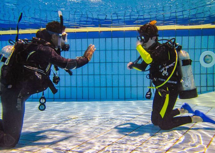 Aqua Ventura Diving PADI DISCOVER SCUBA DIVING (DSD)-Pool